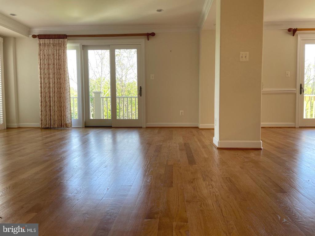 Open plan-living room, dining room & kitchen - 126 N JAY ST, MIDDLEBURG