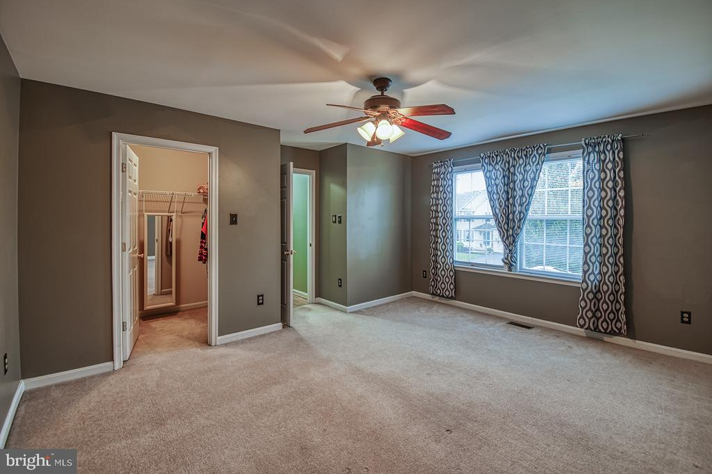 Oversized Fourth Bedroom - 103 CROSSING POINTE CT, FREDERICK