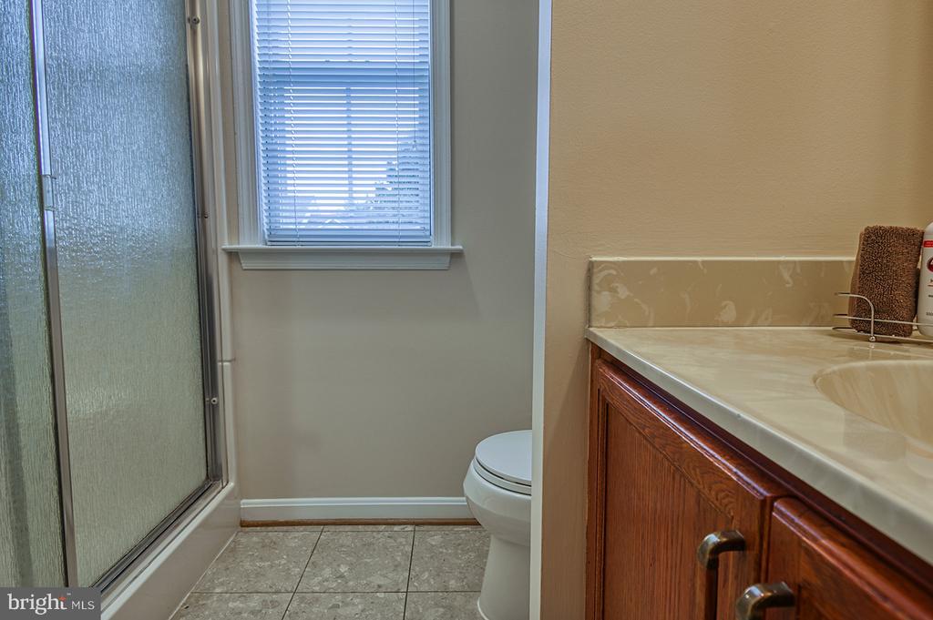 2nd Floor Full Bath - 103 CROSSING POINTE CT, FREDERICK