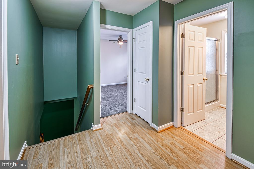 Upstairs Bed. #1 & Full Bathroom - 103 CROSSING POINTE CT, FREDERICK