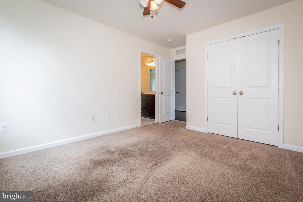 View into Jack & Jill bathroom into 3rd bedroom. - 502 APRICOT ST, STAFFORD