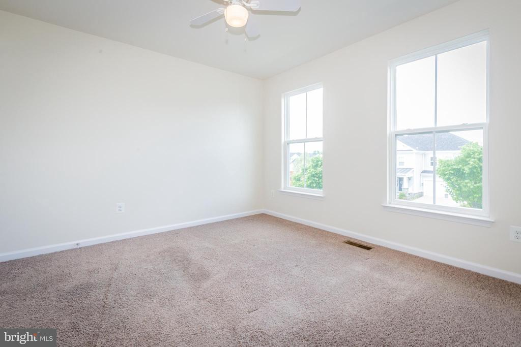 3rd bedroom - 502 APRICOT ST, STAFFORD