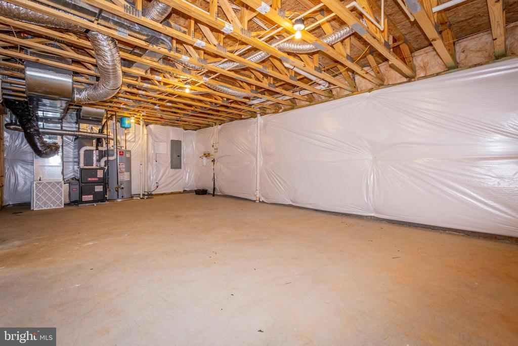 Full width of home unfinished space. - 502 APRICOT ST, STAFFORD