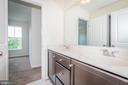 Jack & Jill b athroom. - 502 APRICOT ST, STAFFORD