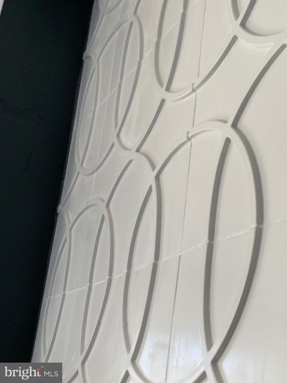 Three dimensional accent tile - 1120 GUILFORD CT, MCLEAN