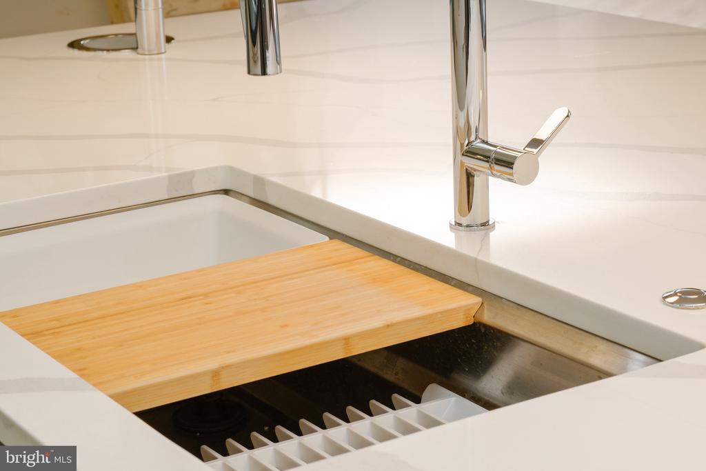 Kohler workstation kitchen sink - 1120 GUILFORD CT, MCLEAN