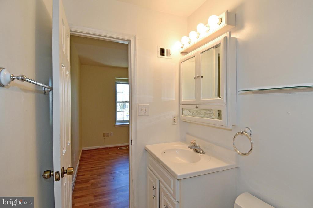 Fresh Paint in Master Bathroom. - 6463 FENESTRA CT #50C, BURKE