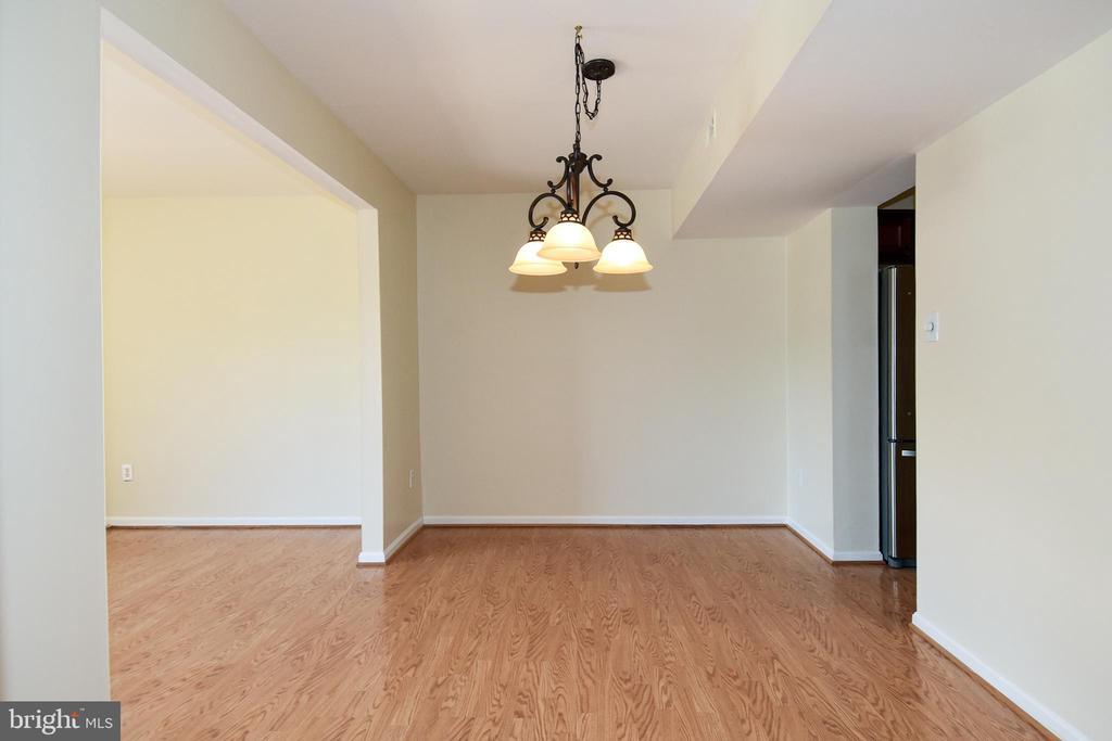 Large dining room on main level! - 6463 FENESTRA CT #50C, BURKE