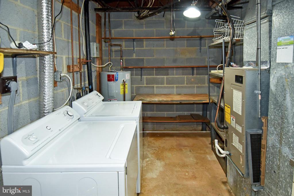 Washer and Dryer/Basement storage - 6463 FENESTRA CT #50C, BURKE