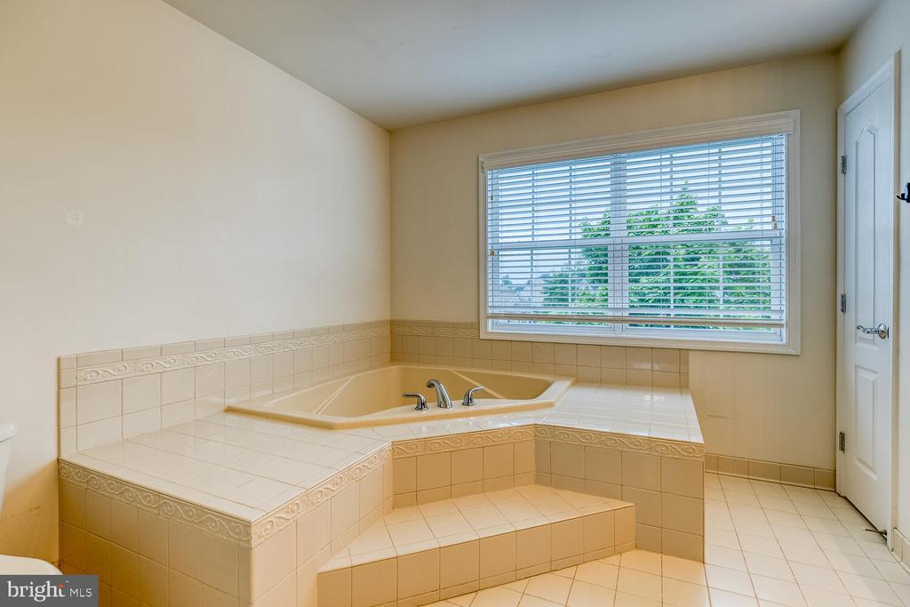 Large soaking tub - 60 SANCTUARY LN, STAFFORD