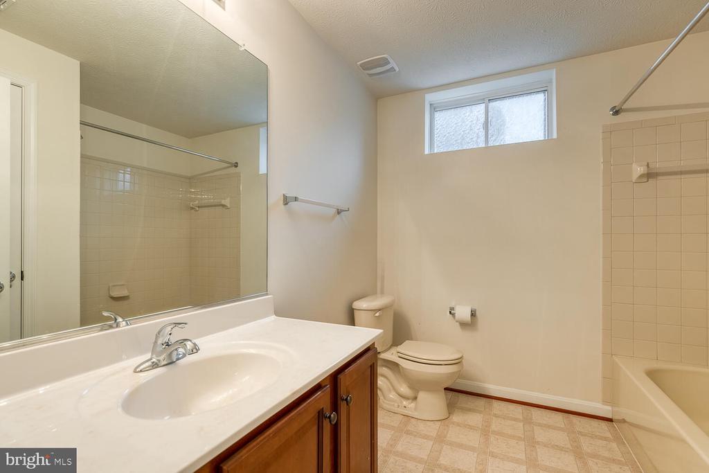 Full bathroom in basement - 60 SANCTUARY LN, STAFFORD