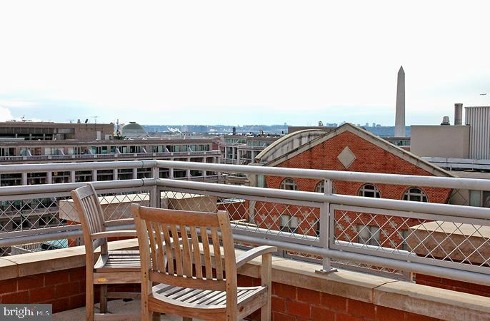 Rooftpp Seating - 616 E ST NW #520, WASHINGTON