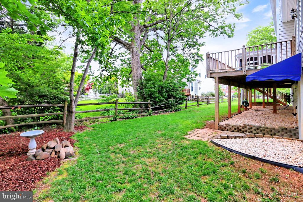 Backyard with garden and shed - 508 DRANESVILLE RD, HERNDON