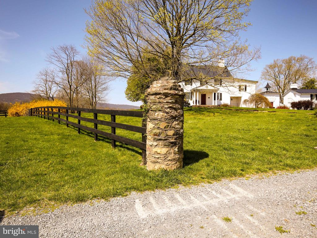 Stone pillars lead to the house - 20775 AIRMONT RD, BLUEMONT