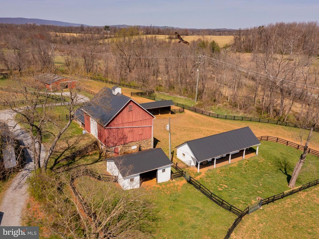 View of 4 stall barn with run in shed - 20775 AIRMONT RD, BLUEMONT
