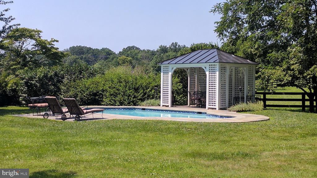 Pool with Pavilion - 20775 AIRMONT RD, BLUEMONT