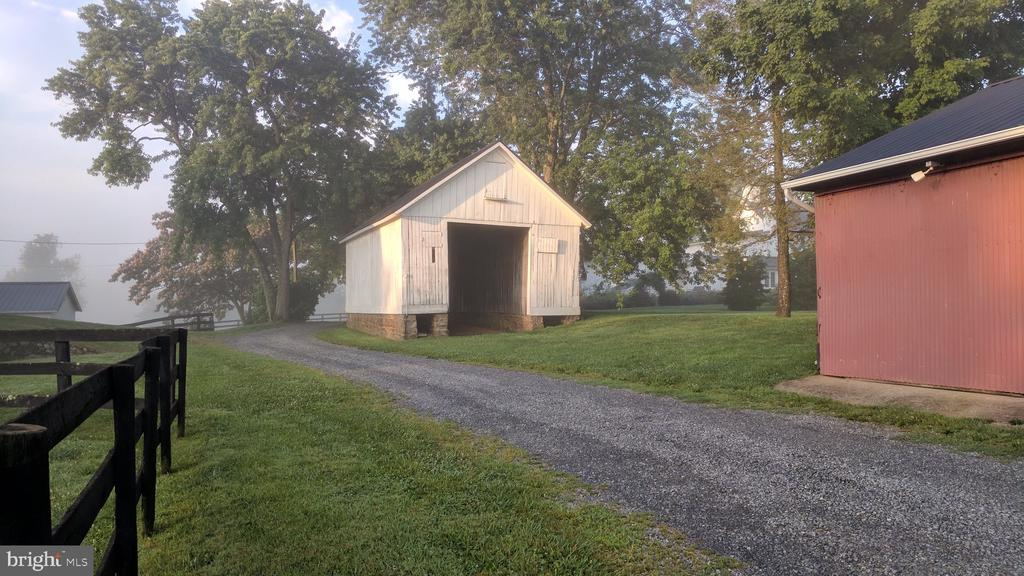 Corn barn - 20775 AIRMONT RD, BLUEMONT