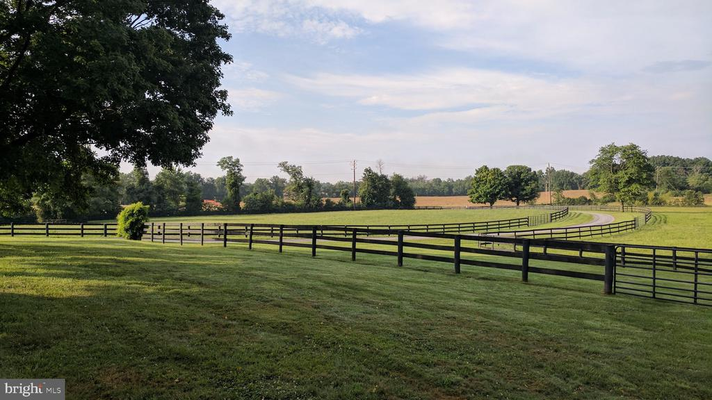 Fenced paddock - 20775 AIRMONT RD, BLUEMONT