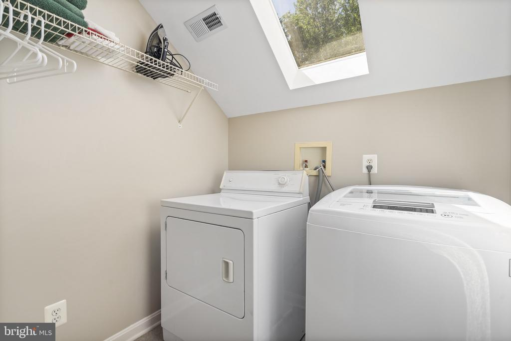 upper level laundry room with skylight - 13 LUDWELL LN, STAFFORD