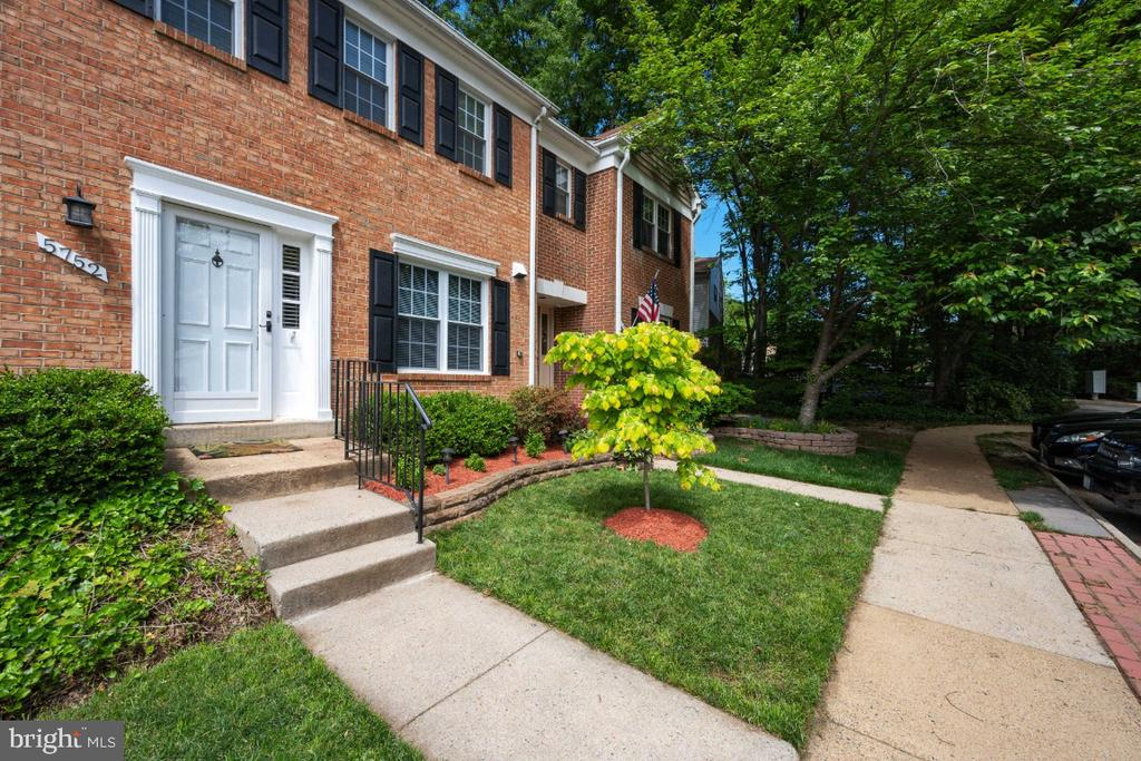 Walking distance to the METRO - 5752 HERITAGE HILL DR, ALEXANDRIA
