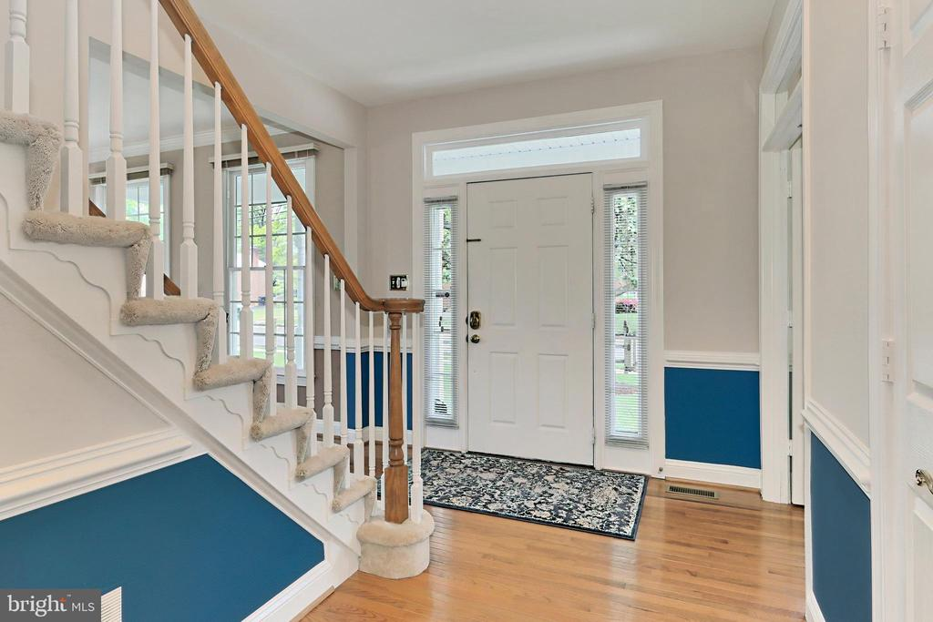 Front door with transom and side windows - 508 DRANESVILLE RD, HERNDON