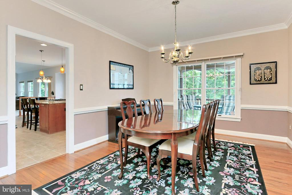 Formal Dining Room for special occasions! - 508 DRANESVILLE RD, HERNDON