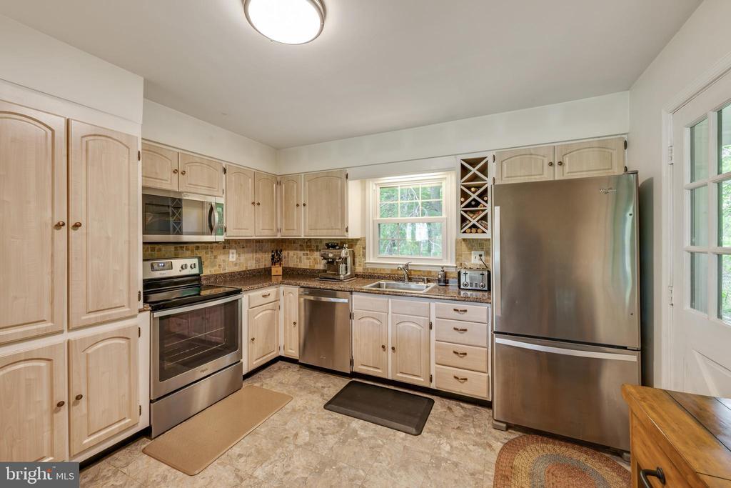 Kitchen - 4316 MOUNTAIN VIEW DR, HAYMARKET