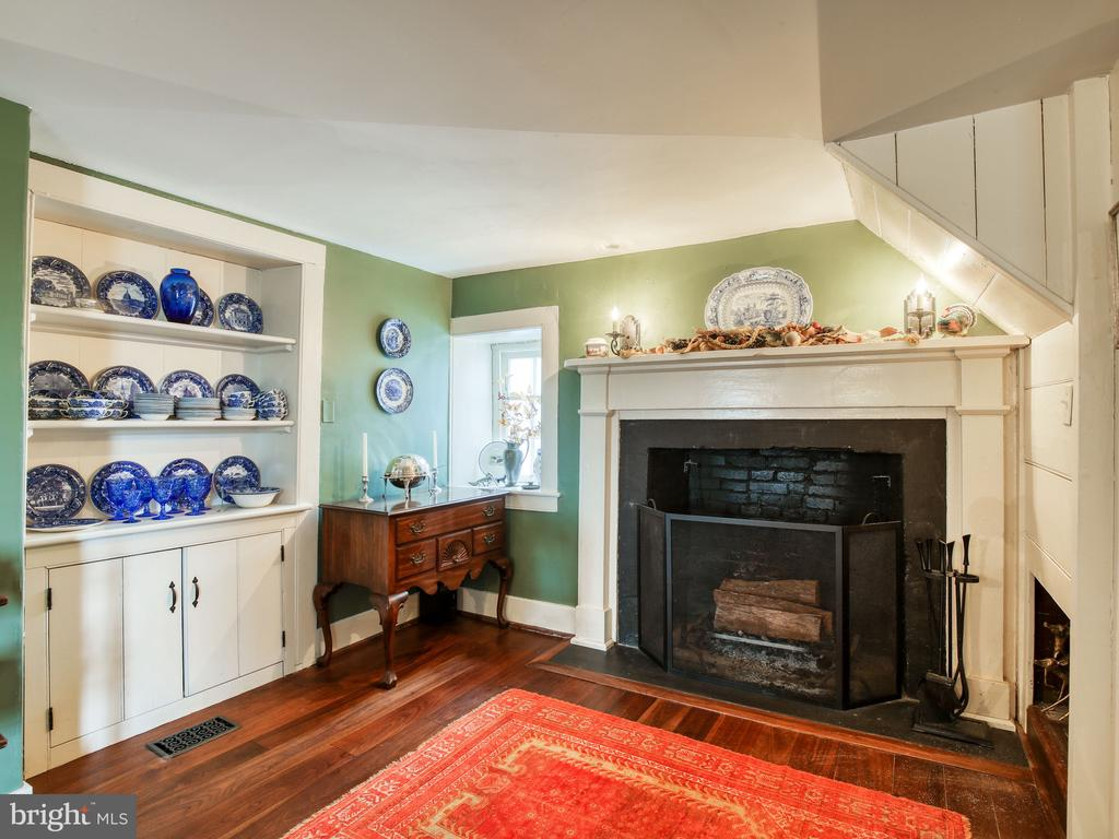 Fireplace, built-in cabinet in dining room - 20775 AIRMONT RD, BLUEMONT