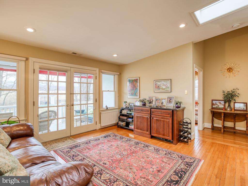 Sitting room off of Master Bedroom - exit to pool - 20775 AIRMONT RD, BLUEMONT