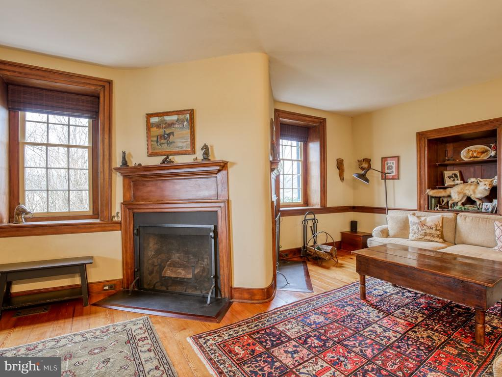 Library/family room - 20775 AIRMONT RD, BLUEMONT