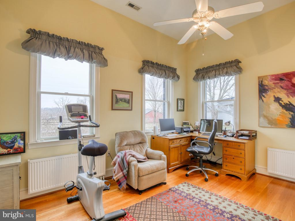 Office on first floor - 20775 AIRMONT RD, BLUEMONT