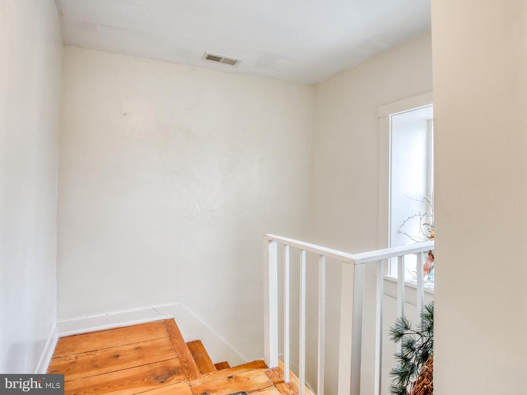 Rear steps from second floor to kitchen - 20775 AIRMONT RD, BLUEMONT