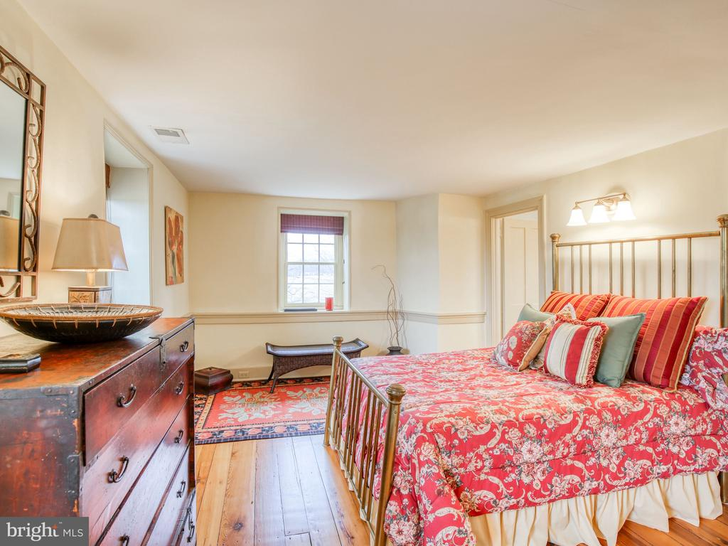 Bedroom 3 on second floor - 20775 AIRMONT RD, BLUEMONT
