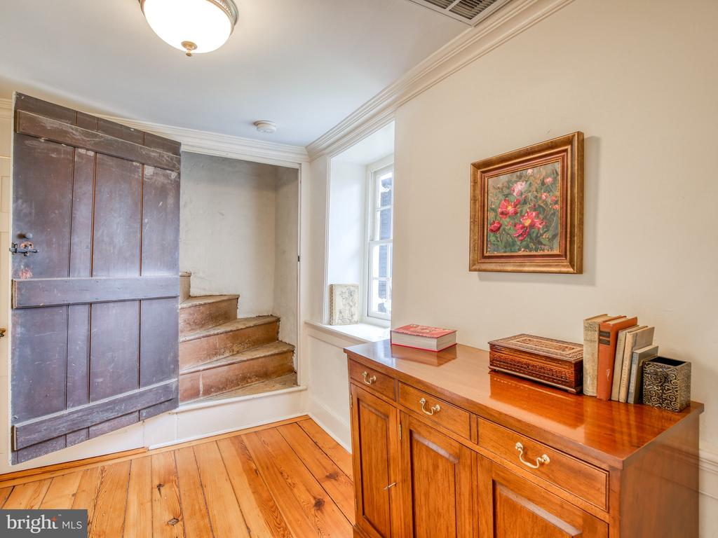 Stair from second floor to attic - 20775 AIRMONT RD, BLUEMONT