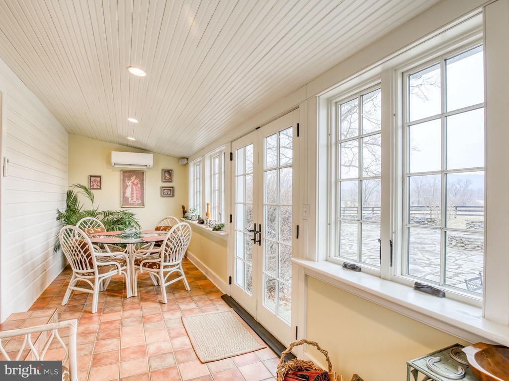 Sun room/breakfast room - heated tile floor - 20775 AIRMONT RD, BLUEMONT