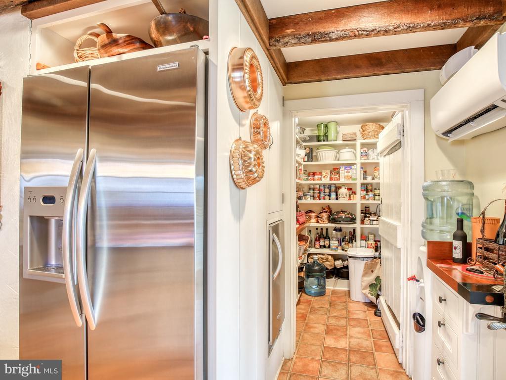 Walk-in pantry in kitchen - 20775 AIRMONT RD, BLUEMONT