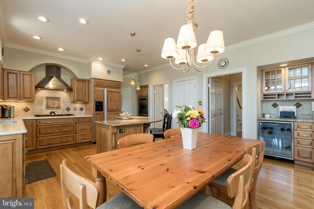 Kitchen and table space - 13645 MELSTONE DR, CLIFTON