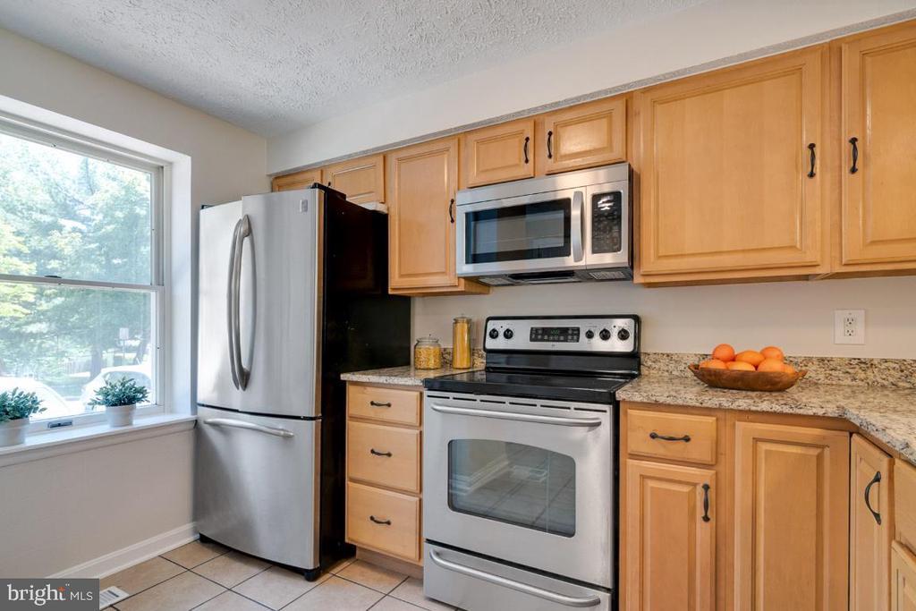 Light and bright; French door refrigerator - 8444 SUGAR CREEK LN, SPRINGFIELD