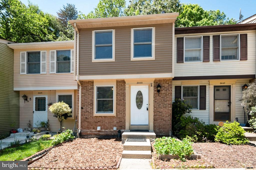 Pack Your Bags. Welcome Home. - 8444 SUGAR CREEK LN, SPRINGFIELD