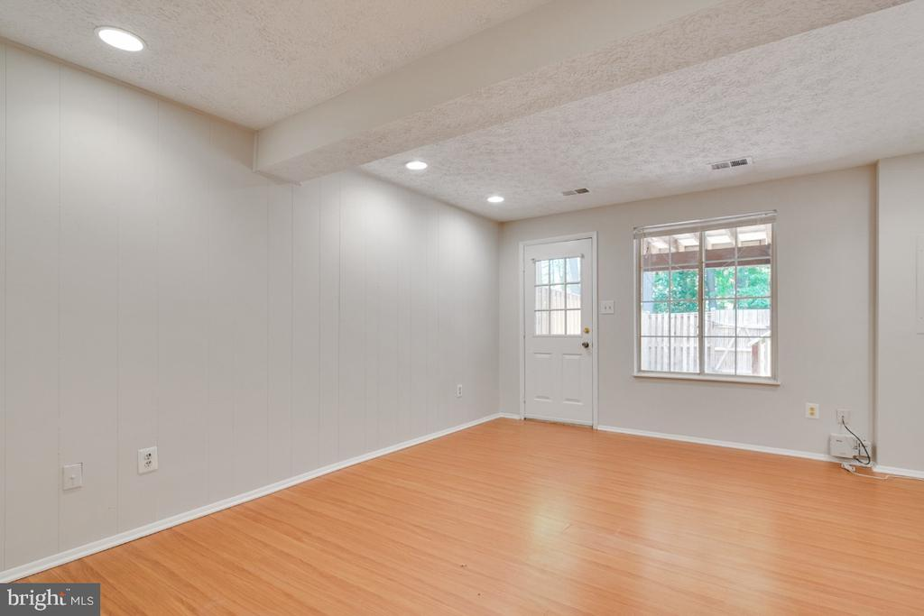 Recessed light in the lower level family room - 8444 SUGAR CREEK LN, SPRINGFIELD
