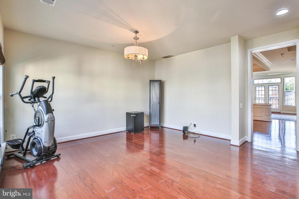 Living room - 42810 LAUDER TER, ASHBURN
