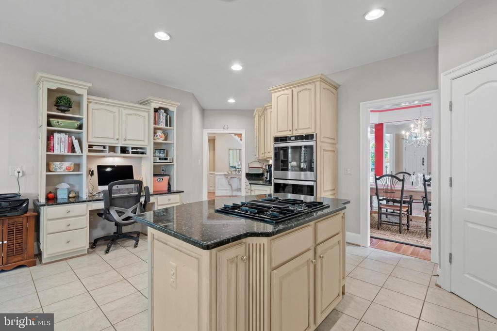 Kitchen with Desk Area - 43327 RIVERPOINT DR, LEESBURG