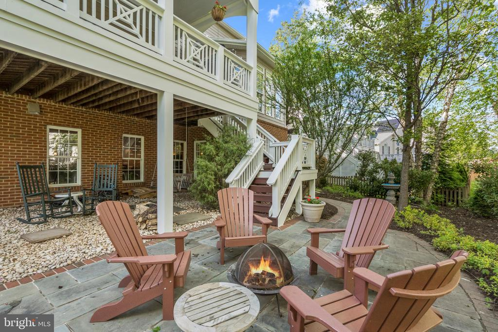 Patio in Backyard - 43327 RIVERPOINT DR, LEESBURG