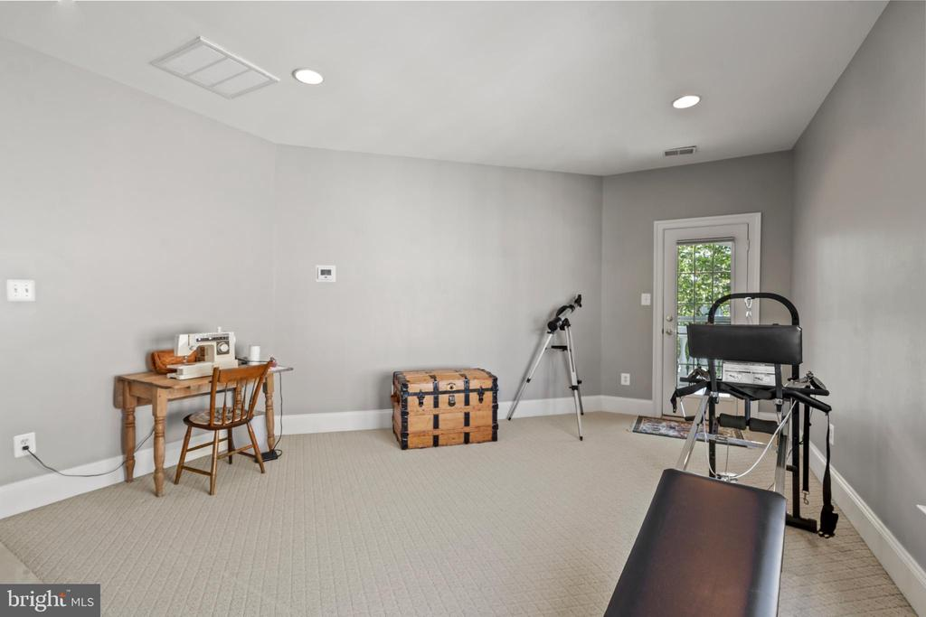 Sitting Room in Owner Bedroom - 43327 RIVERPOINT DR, LEESBURG