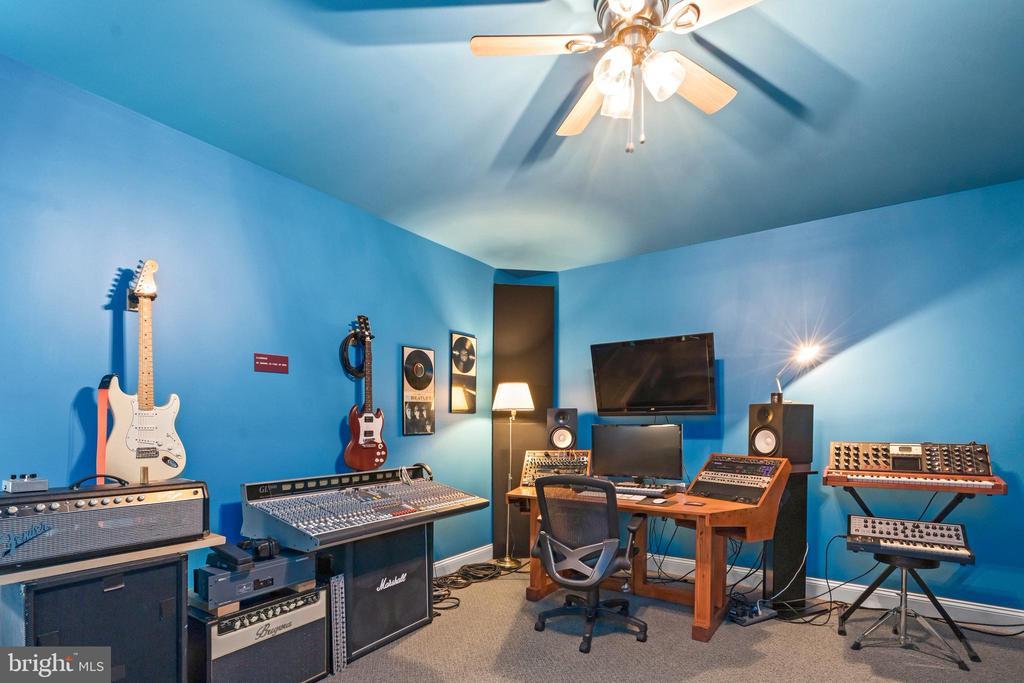 Lower Level Bonus Room/Music Room - 43327 RIVERPOINT DR, LEESBURG