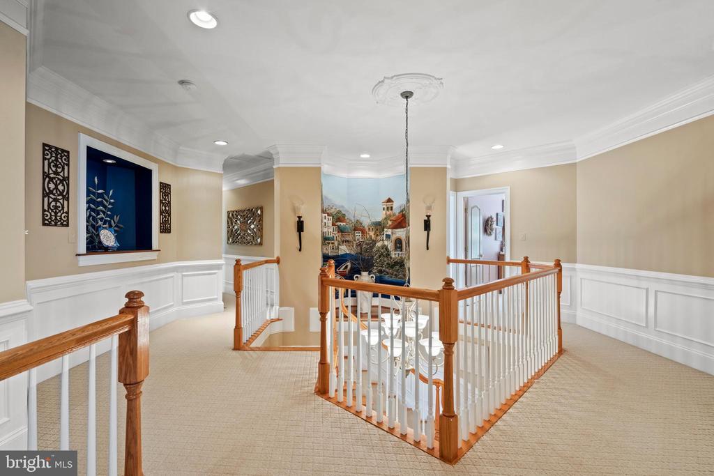 Upper Level Hallway - 43327 RIVERPOINT DR, LEESBURG