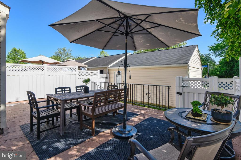 Patio w/ room for eat in area and sitting area. - 43533 MINK MEADOWS ST, CHANTILLY