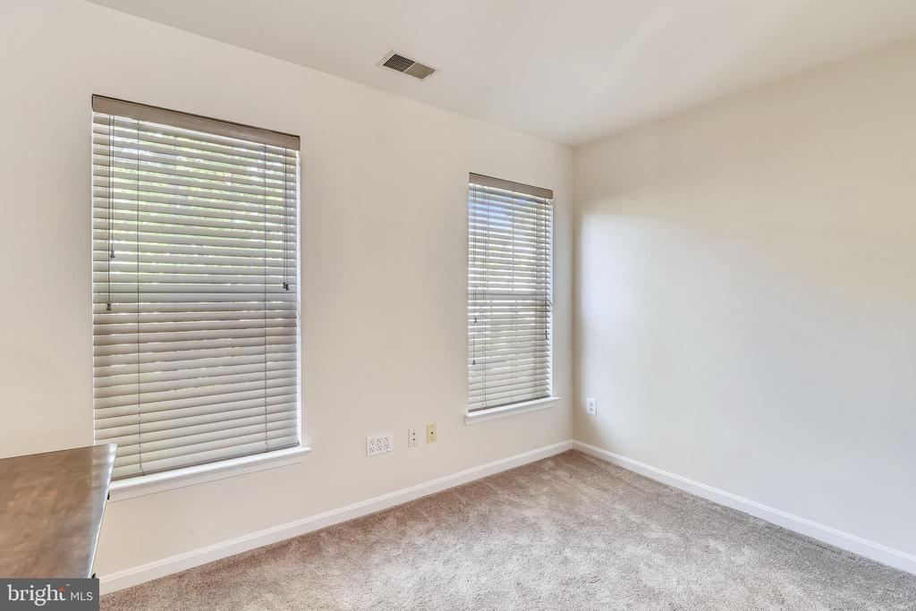 Loft open to middle level can easily be closed in. - 43533 MINK MEADOWS ST, CHANTILLY