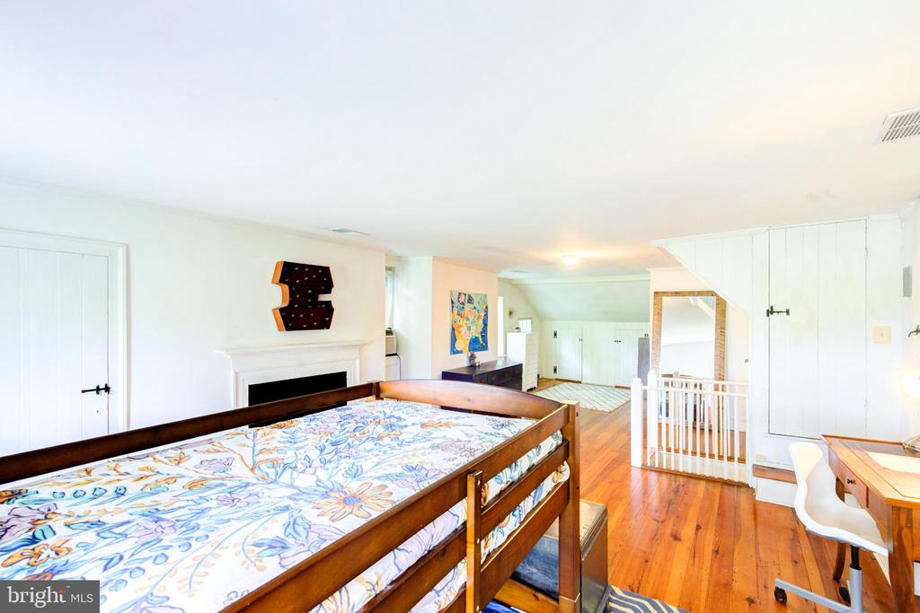 - 19060 LINCOLN RD, PURCELLVILLE