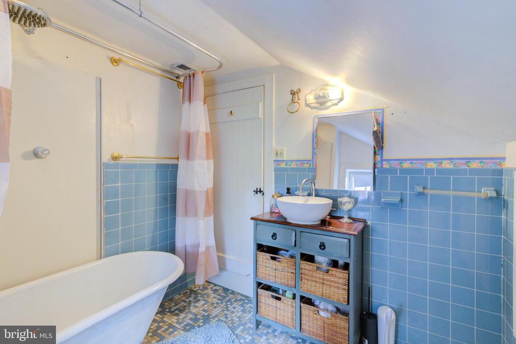 Full bath - 19060 LINCOLN RD, PURCELLVILLE